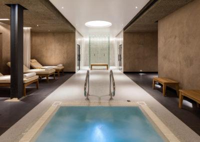 Hotels & Spas 16